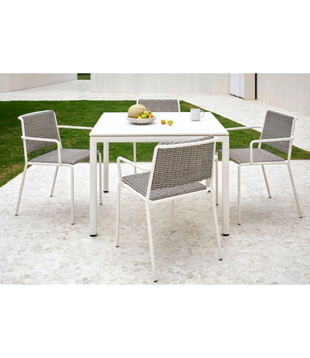 SUMMER SQUARE DINING TABLE