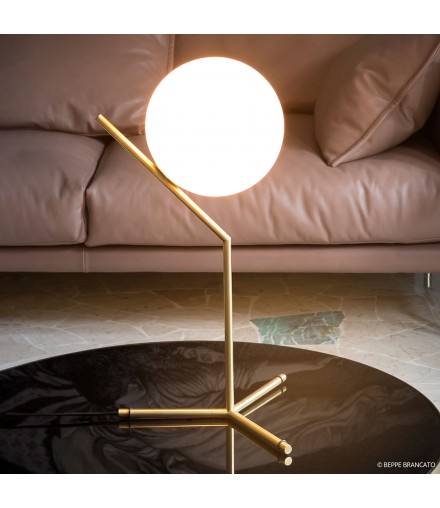 IC T TABLE LAMP
